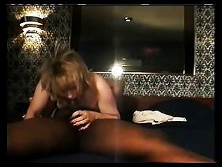 फूहड़ पत्नी बड़ा काला चूसना