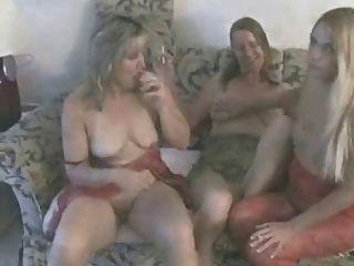 गर्म परिपक्व शौकिया Cougars धूम्रपान और खेल GGG