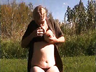 वेब कैमरा स्तनपान कराने पर दूधिया स्तन लड़की