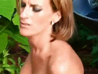 बिल्ली और गधे में सेक्सी परिपक्व आउटडोर