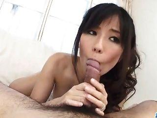 Manami रोमांटिक दृश्यों में चल रही है और Fucks Komukai
