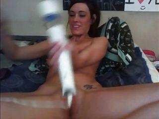 वेब कैमरा मॉडल Hitachi और dildo के साथ कई orgasms है