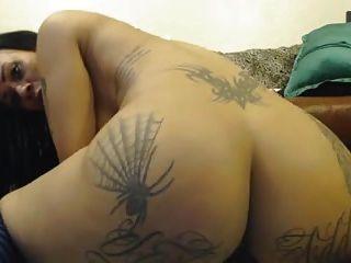 अच्छा tatooed लड़की वेबकैम सभी छेद fisted 4