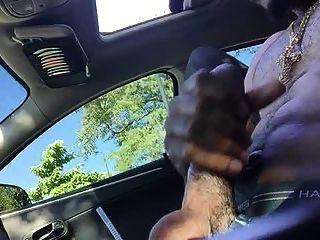 कार में Str8 पिताजी स्ट्रोक
