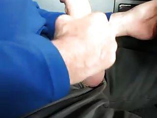पिताजी कार में masturbates