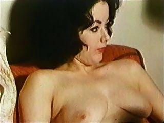 केवल अकेला - विंटेज स्ट्रिपटीज संगीत वीडियो 50 के दशक के 60 के दशक