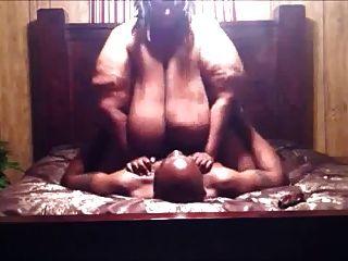 बहुत मोटी काली औरत गड़बड़