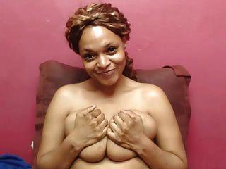 बड़े स्तन वेब कैमरा के साथ प्रकाश चमड़ी आबनूस बेब