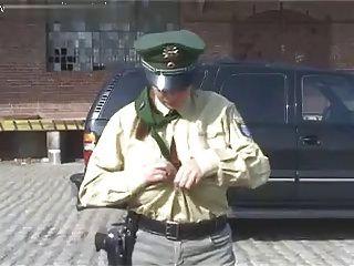 polizistin उपवन Ihre Dicken Titten raus!