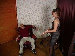 दो लड़कियों मुश्किल spanked