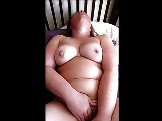 मोटा संभोग सुख जब तक उसके खिंचाव के साथ खेलता है