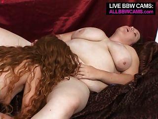 वसा लड़की बात लड़की से उसकी योनी में स्ट्रैपआन हो जाता है