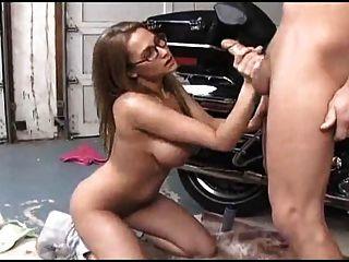 क्यूट गोरा लड़की Handjob देता है