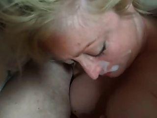 परिपक्व गोरा blowjob और मुँह में सह