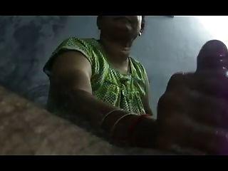 दक्षिण भारतीय रसदार Handjob