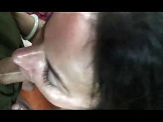 मिठाई saggy नीना Dildoes उसके बालों छेद बी 4 मुर्गा