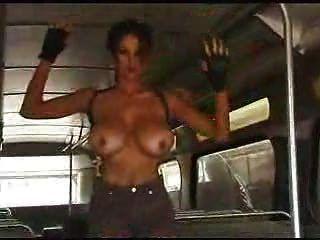 f60 बड़े स्तन लारा क्रॉफ्ट घर का कपड़ा चाहिए
