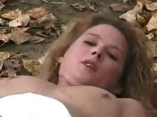 पेट्रीका, सार्वजनिक पार्क में masturbates