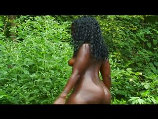 फोटो शूट पर सेक्सी काली लड़की