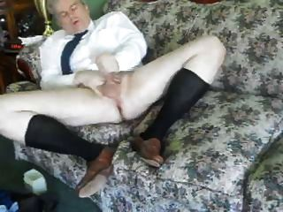 एक मर्दाना आदमी अपने लंबे काले ओटीसी मोजे में बंद जैक