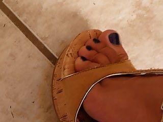 सही पैर और पैर कील ऊँची एड़ी के जूते