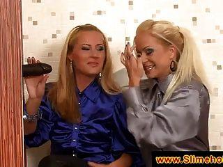 दो गोरा महिलाओं एक काले डिक की खोज