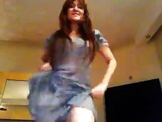 तुर्की गायक हिलाल सीकेबी गर्म पेट नृत्य