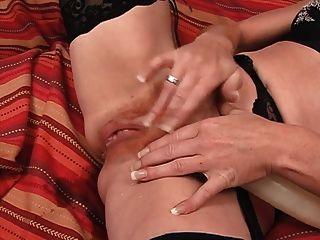 आकर्षक में अधोवस्त्र masturbating एकल