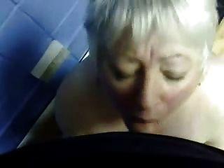 मेरी परिपक्व पत्नी के मुंह में कमिंग