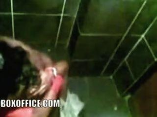 डीजे पत्नी के साथ 2009 के पुनर्मिलन के वर्ग में बाथरूम सेक्स