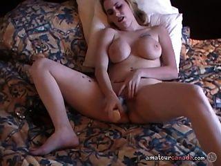 बीवी milf में छेदा गीला बिल्ली में सेक्स के खिलौने का उपयोग करता है