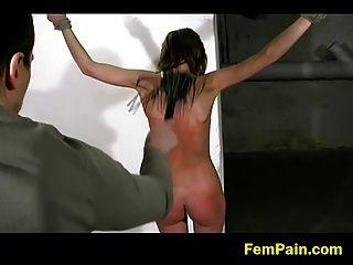 क्रूर मास्टर दर्द को जन्म देती है