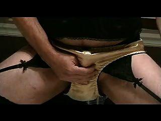 panty लड़का सोना साटन जाँघिया भाग 3 में खेलता है