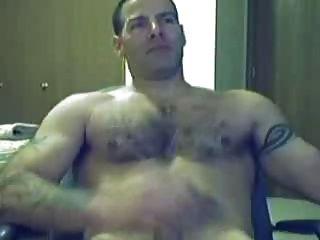 वेब कैमरा के सामने masturbating गर्म आदमी