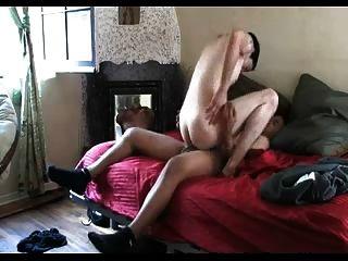 प्रेमी अपने समलैंगिक दोस्त के साथ अपने जीएफ पर धोखा देती है