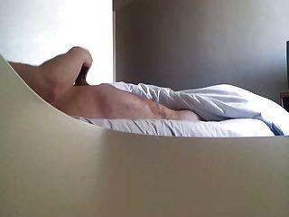 होटल नौकरानी द्वारा पकड़ा wanking