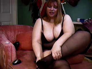 बीबीडब्ल्यू हिप्पी लड़की कैम पर अपने शरीर को दिखा रहा है