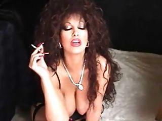 क्लासिक बट कौगर धूम्रपान और toying