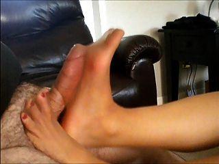 फट pantyhose footjob!