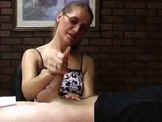 अद्भुत सारा जेम्स चुड़ैल सेक्सी मैनीक्योर नाखून एक हाथ का काम देता है