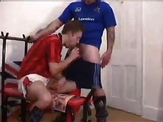 ब्रिटिश फुटबॉल लोग बदलते कमरे में बकवास
