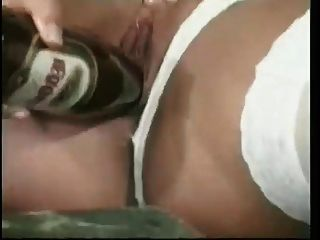 एक बोतल के साथ हस्तमैथुन ब्रेक