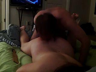 आंखों पर पट्टी वाली लड़की बिस्तर में सेक्स करना