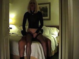 गर्म वेश्या एक ग्राहक के साथ खेलती है