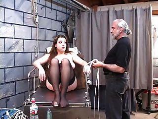 कोर्सेट में dd bondaged गोरा बिजली dildo माउंट चाहिए