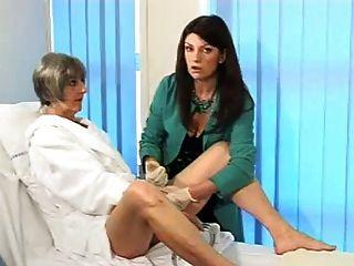 अपनी योनि और योनी की जांच कैसे करें