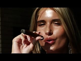 सिगार प्रेमी के लिए आवश्यक एक errotica अभिलेखागार