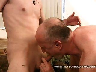 पिताजी कार्ल युवा गधा बकवास प्यार करता है