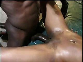बड़े स्तन के साथ कारमेल ब्लैक लड़कियों