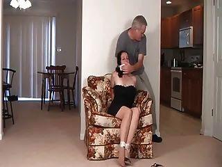 माँ और न उसकी बेटी बाध्य और gagged!